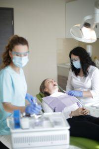 avantaje implant dentar